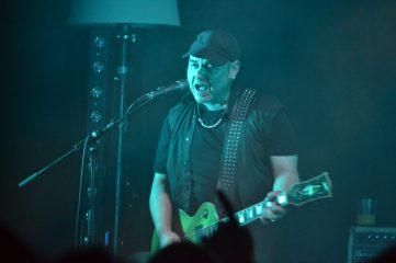 Aitor Agiriano a la guitarra