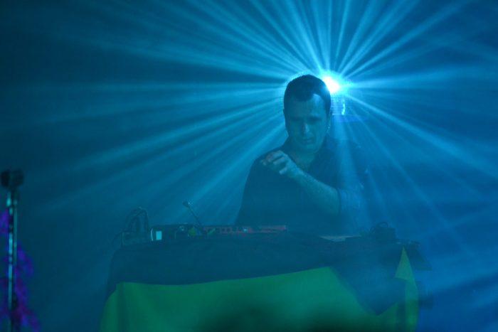 Raul Lomas a los teclados