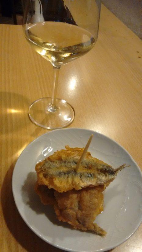 Txakoli Gorka Izagirre y Pintxo de anchoas en el Bar Tomasa