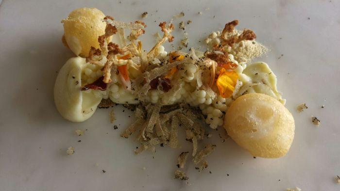 Coliflor, huevos fritos y trufa