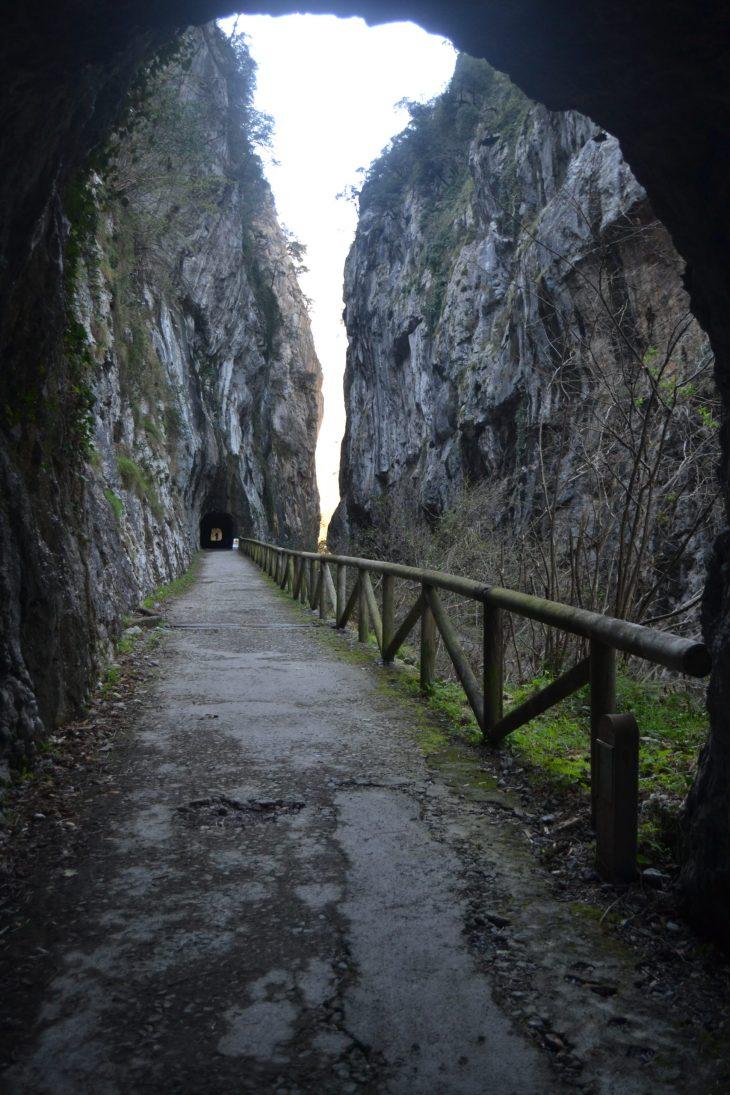 Desfiladero de Peñas Juntas desde un túnel