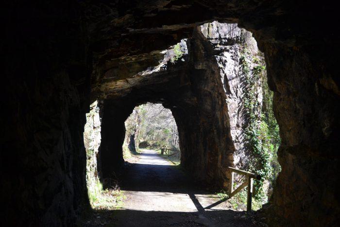 Paso por el interior de varios túneles