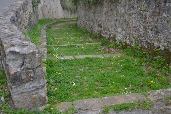 Escaleras del Cementerio de Bakio