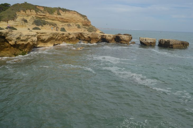 Sendero sobre las rocas