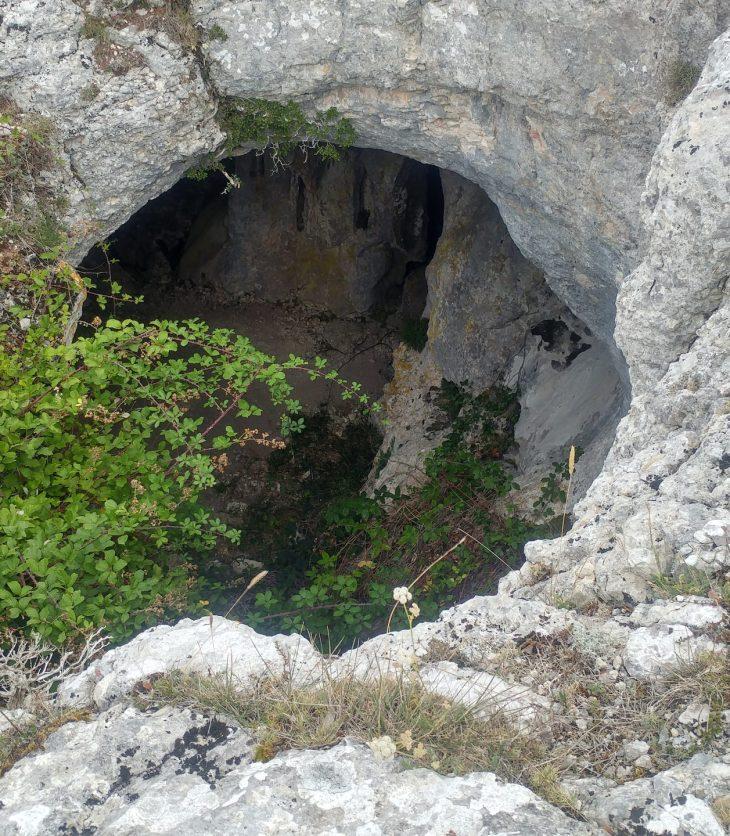 Entrada a la Cueva de Rojo