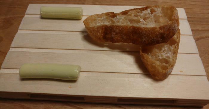 Pan de cristal y Mantequilla de cebollino
