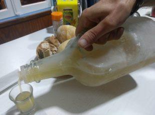 Siripití o licor casero con miel