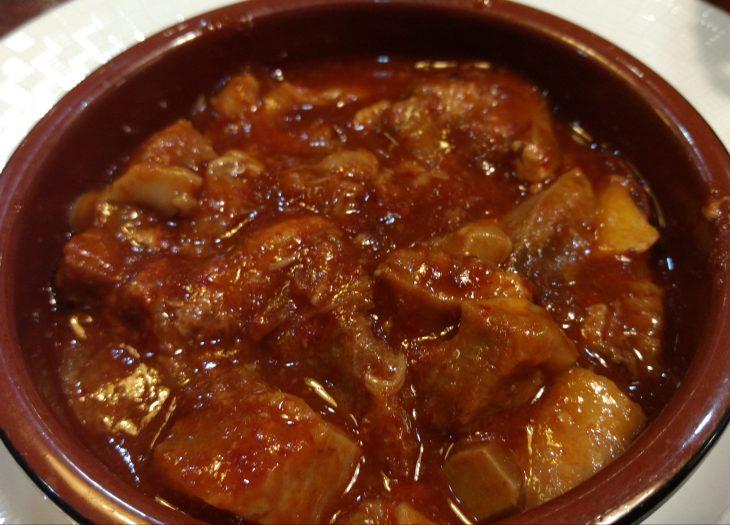 Morros de cerdo en salsa bizkaina
