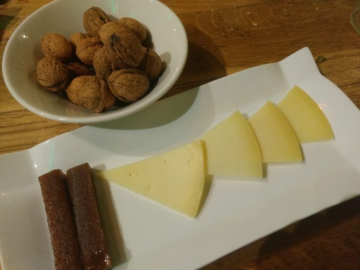 Queso con membrillo y nueces