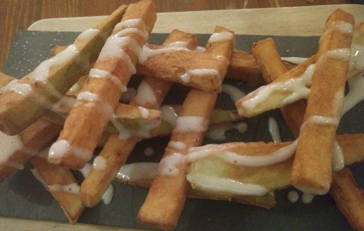 Bastones de berenjena fritos