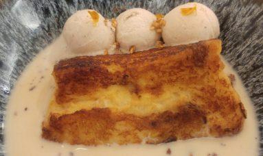 Torrija con helado de canela y crema de baileys
