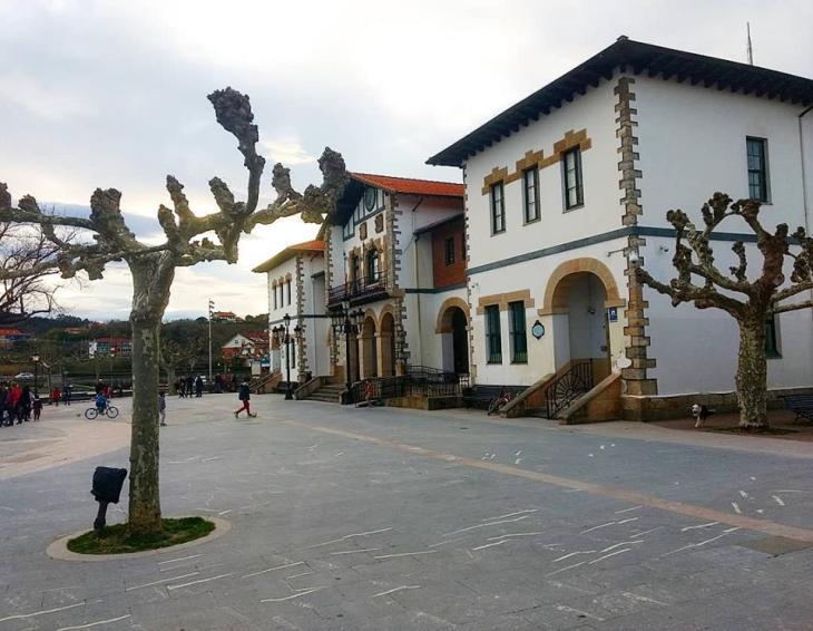Plaza del Astillero de Plentzia