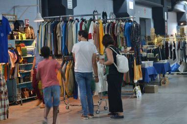 Puestos de ropa en Ebrovisión