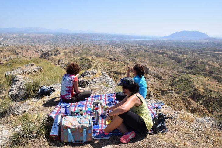 Picnic frente al Embalse del Negratín y el Cerro Jabalcón