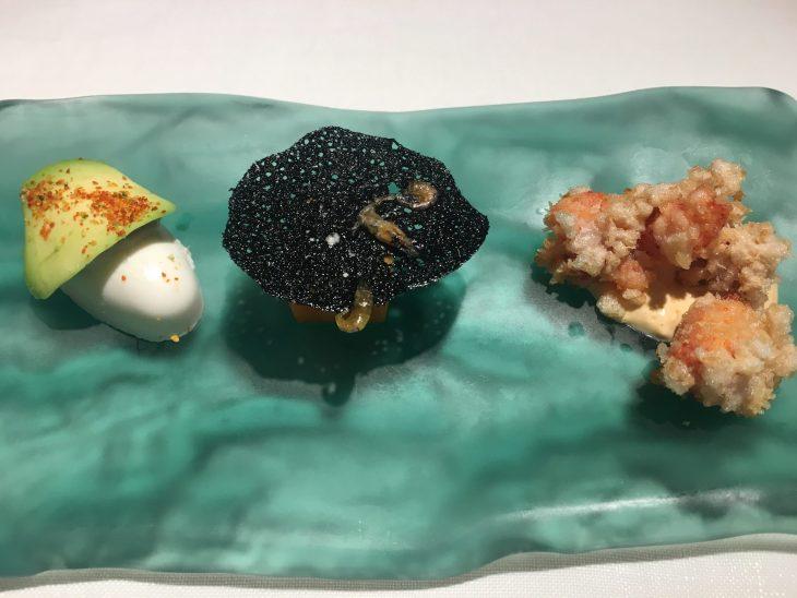 Nigiri de coco, calabaza nixtamalizada y Bogavante en tempura