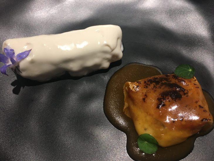 Merluza y su emulsión y Ravioli de suket de cangrejo y yema de coco