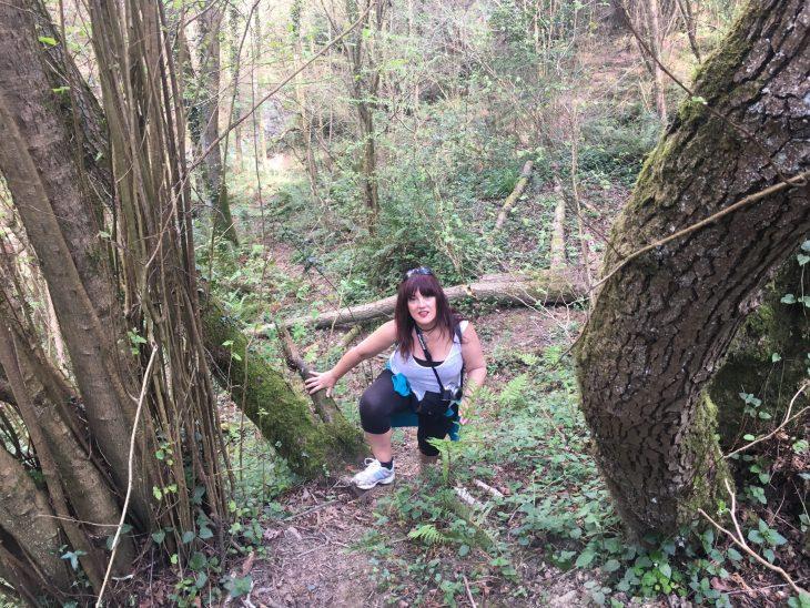 Esther ascendiendo por el monte