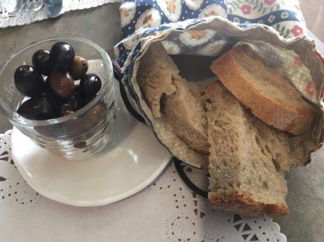 Pan y aceitunas