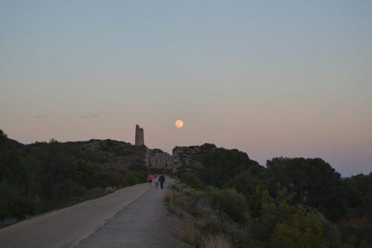 La luna sobre la Torre de Colomera