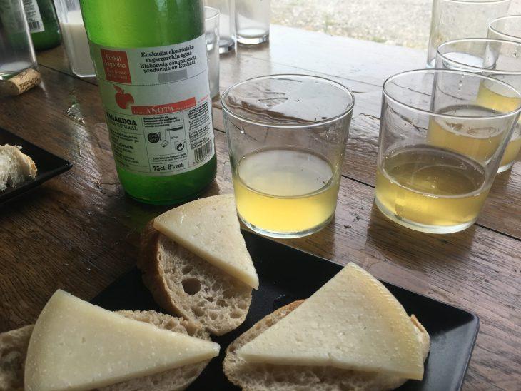 Degustación de leche, queso y sidra