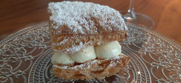 Milhojas con vainilla deTahití con chocolate blanco