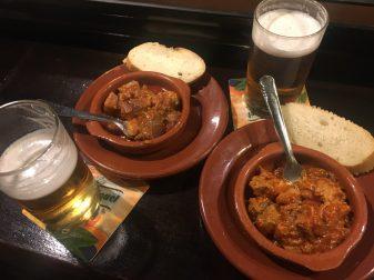 Tapas de carne con tomate y Callos