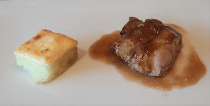 Solomillo de cerdo en adobo especiado con tosta de Idiazabal