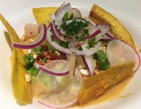 Ceviche de corvina con plátano macho y cebolla de Zalla