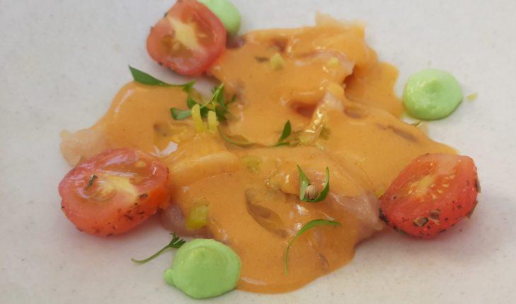 Bonito con mayonesa de jalapeño, piparra y wasabi