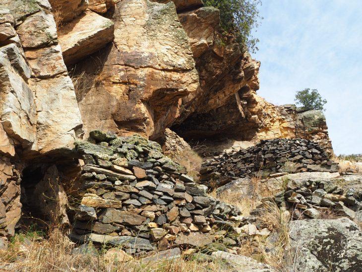 Cuevas en la roca