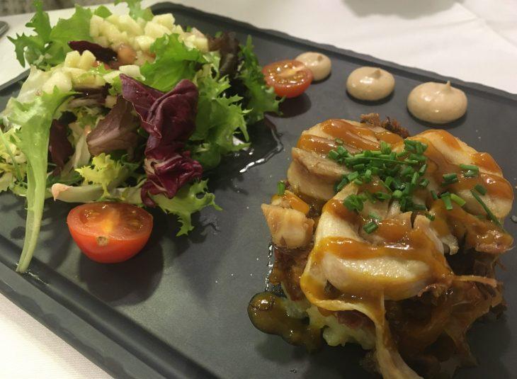 Ensalada templada de pato y pollo confitado