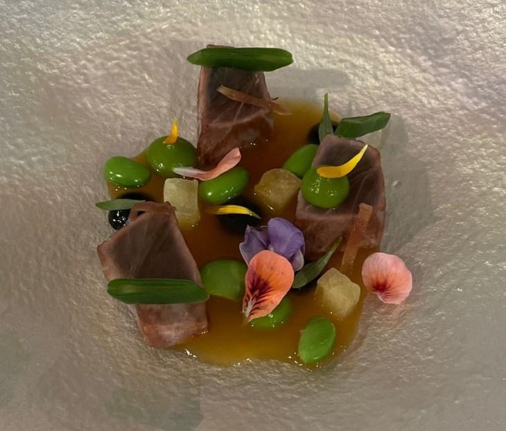 Bacoreta curada en algas con mojama de codorniz y ponzu