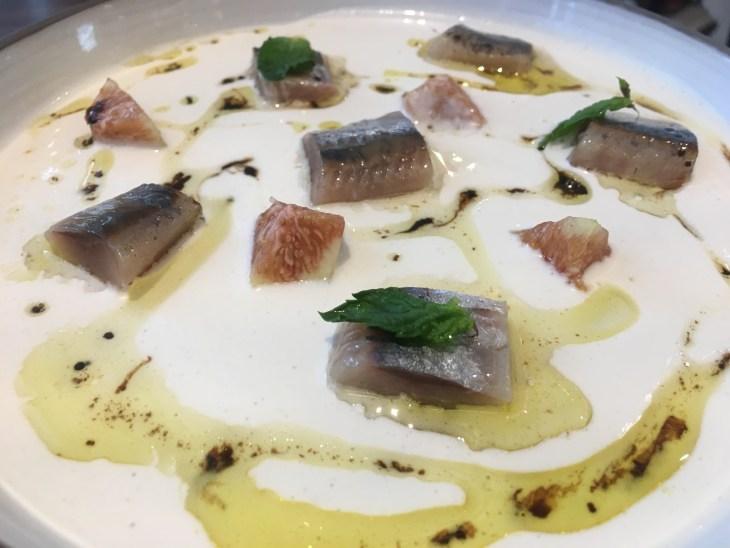 Sardinas ahumadas con jugo de ajo blanco malagueño