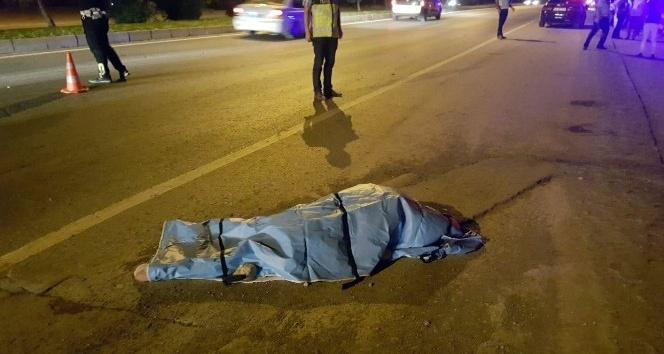 Otomobilin çarptığı anne ve oğlu hayatını kaybetti