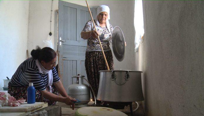 Bahadınlı kadınlardan organik Çanak peyniri-VİDEO