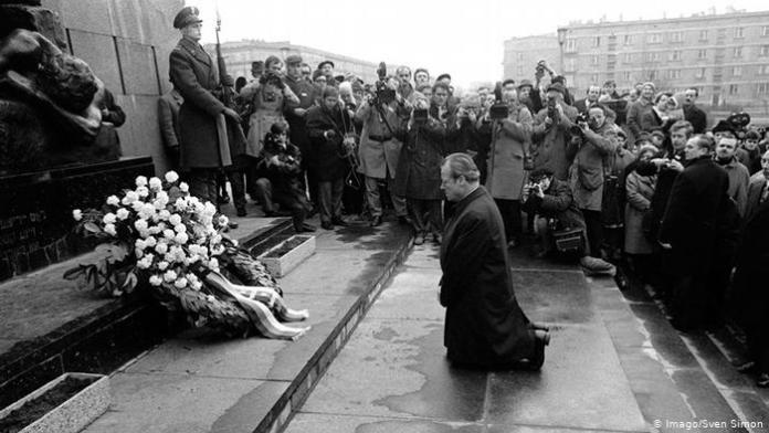 Willy Brandt Varşova'da neden diz çökmüştü?
