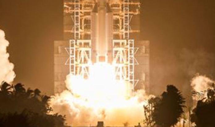 Çin'in Ay'dan örnek toplayan uzay aracı Dünya'ya döndü