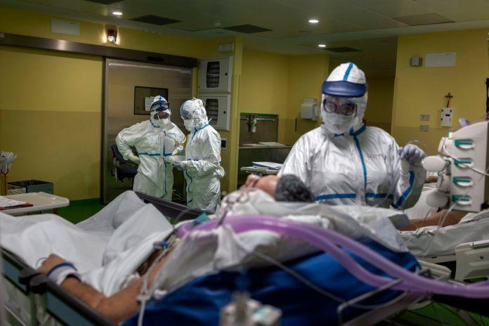 Covid-19 kasımda 63 sağlıkçının ölümüne neden oldu