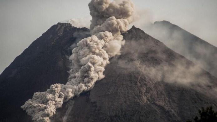 Merapi volkanı faaliyete geçti