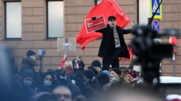 Rusya'da son yılların en büyük protestoları: 2400 gözaltı