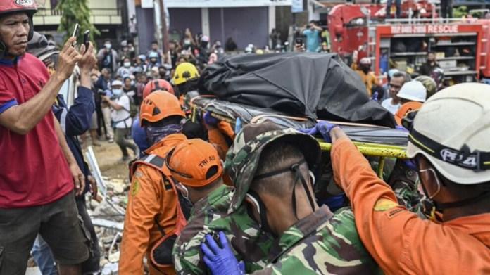 Endonezya'daki depremde ölü sayısı 91'e çıktı