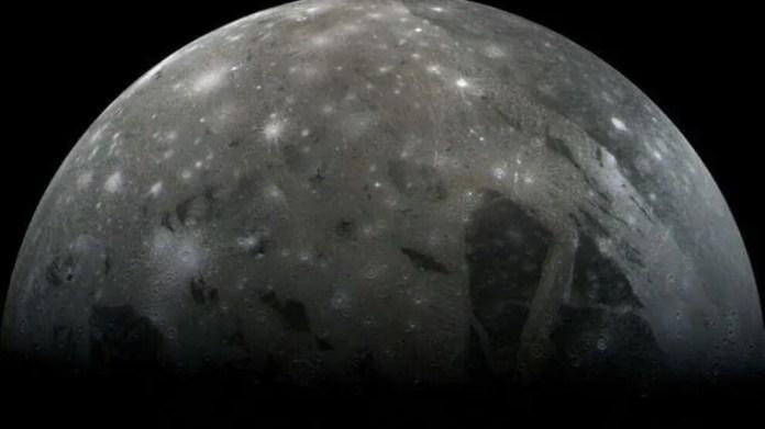 Ganymede'de buhar izleri tespit edildi