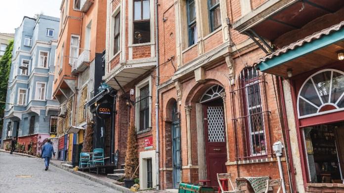 'Borca girmeden ev kiralamak imkansız'