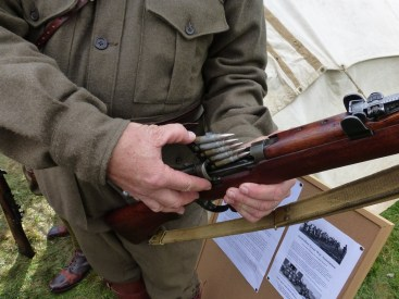 How to load a Lee Enfield with a 'clip'