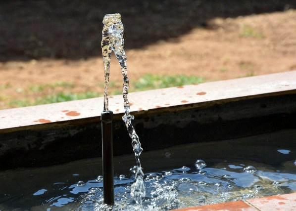 water-fountain-1644781_1280