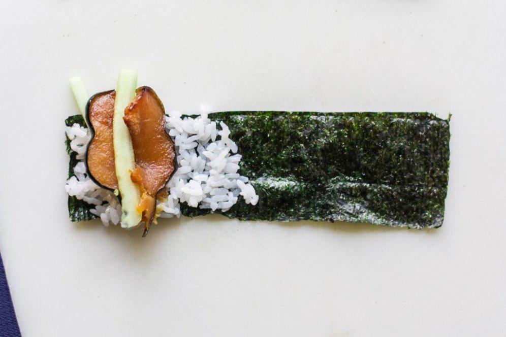 mini-cucumber-sushi-rolls (1)