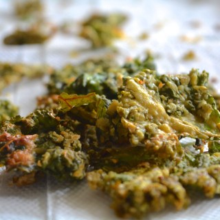 Super Cheezy Kale Chips :) + 7 Fool proof Kale Chips tips