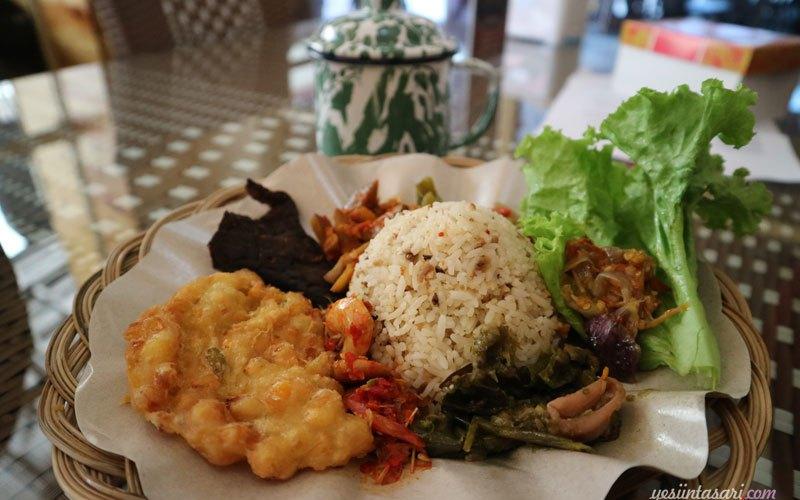 Menikmati Menu Masakan Rumahan Di Bakoel Ussy Resto Barunya