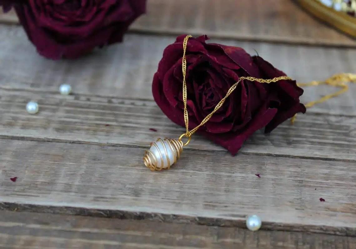 DIY necklace - caged pearl necklace tutorial