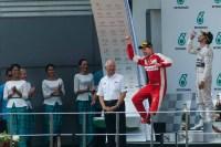 Foto Der Woche - Glücklicher Gewinner Sebastian Vettel beim GP in Malaysia 2015